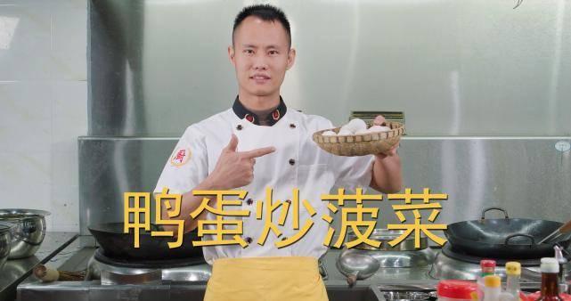 """厨师长教你:""""鸭蛋炒菠菜""""的家常做法,应季的快手菜,收藏了"""
