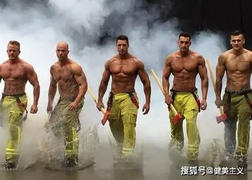 美女消防员晒健身照被举报,惨遭开除,可以不爱,请别伤害!