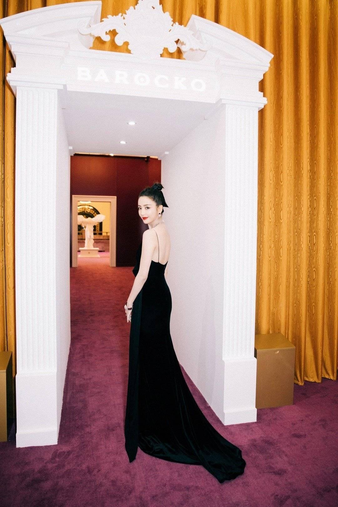 """""""性感女神""""佟丽娅上线,穿黑色丝绒长裙亮相活动现场,气质超绝"""