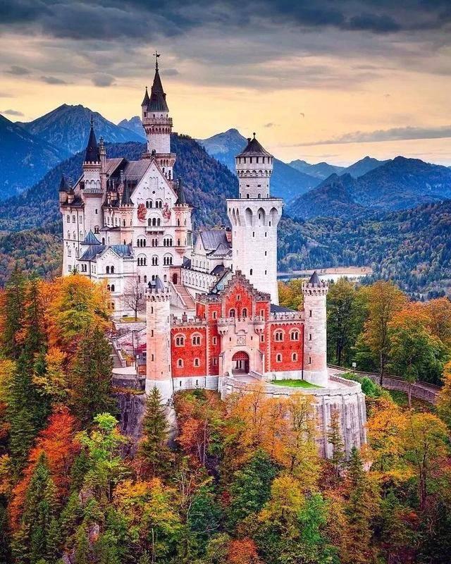 新天鹅堡,童话城堡王子与公主的旷世不伦之恋