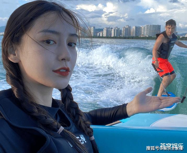 baby晒冲浪视频,下水后脱妆颜值很能打,但还是身材最吸引眼球!