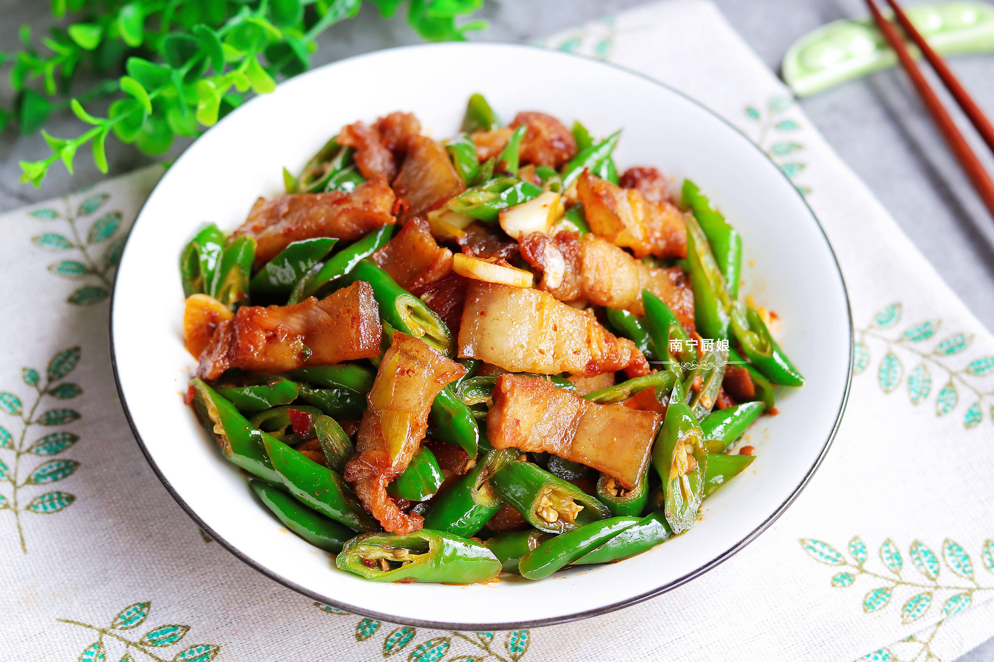 湘菜馆里点单率排第一的家常菜,比回锅肉好吃10倍,下饭又下酒