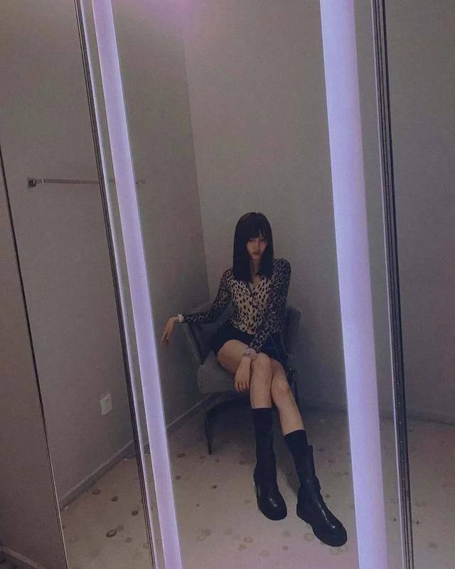 关晓彤早该秀身材!穿内衣拍《男人装》,不仅有长腿S身材更意外_的设计