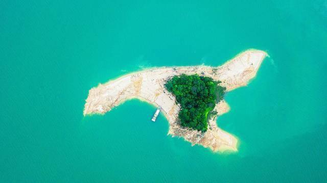 原创             这里是华南地区最大的人工湖,四季常绿,航拍的风景仿佛是幅画