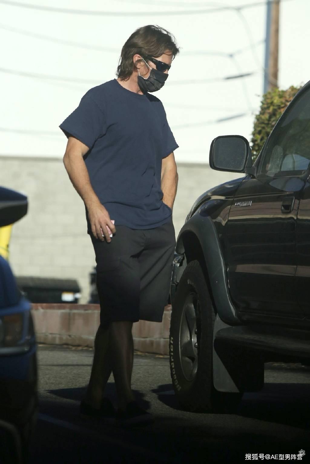 46岁克里斯蒂安·贝尔现身陌头!6个月没见了,型男身体照旧抢眼(图9)