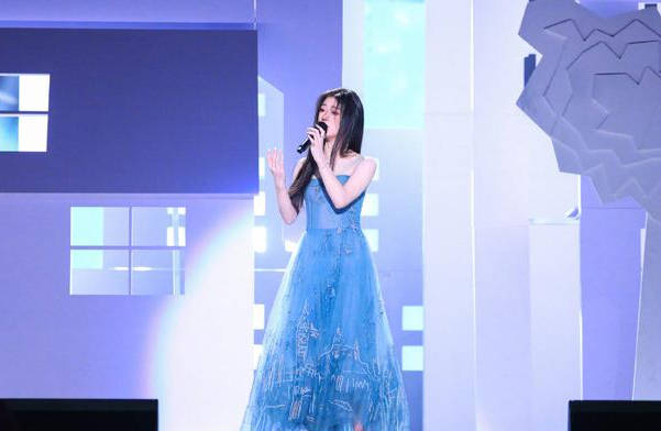 单依纯获《好声音》年度总冠军 李健成冠军导师