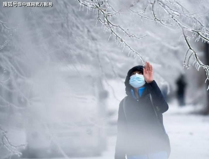 长春遭遇罕见强雨雪大风冰冻天气