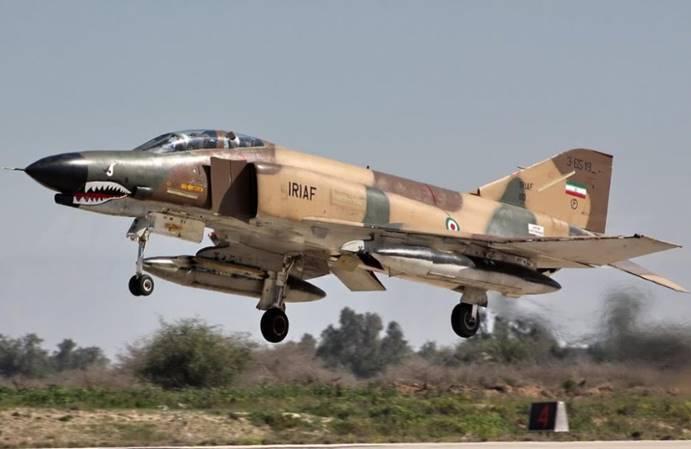 伊朗主力F-4战斗机失事坠海,飞行员跳伞逃生