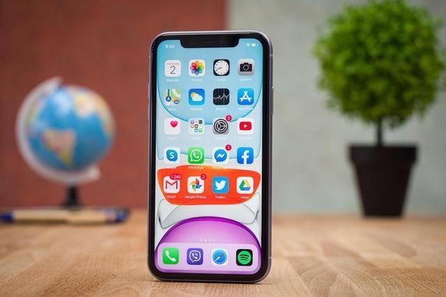 原创             从5999元跌至4609元,苹果手机大换装,旧款iPhone售价一降再降