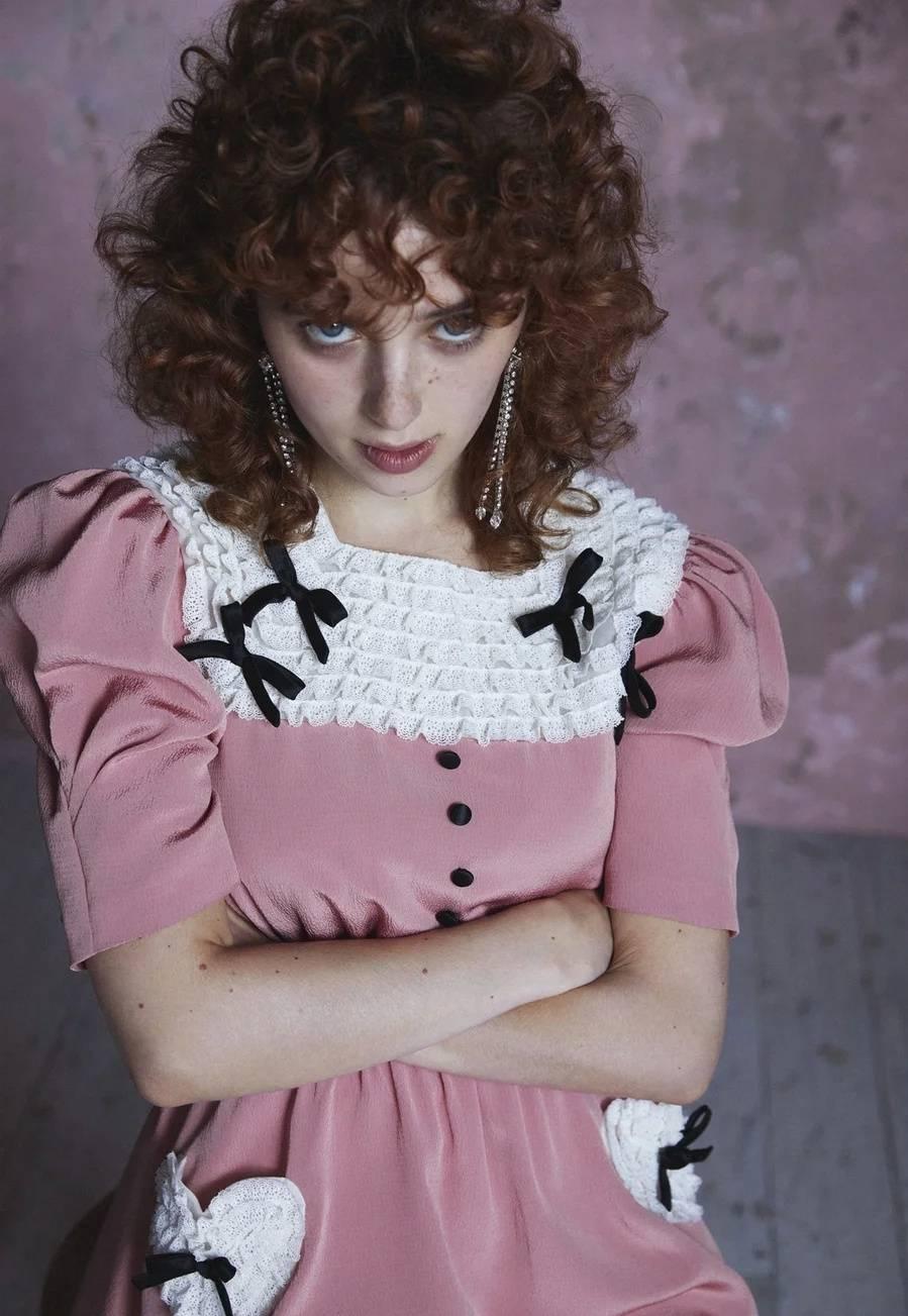 原创             2021MIUMIU早春系列来袭,粉色连衣裙减龄可爱,你心动了吗