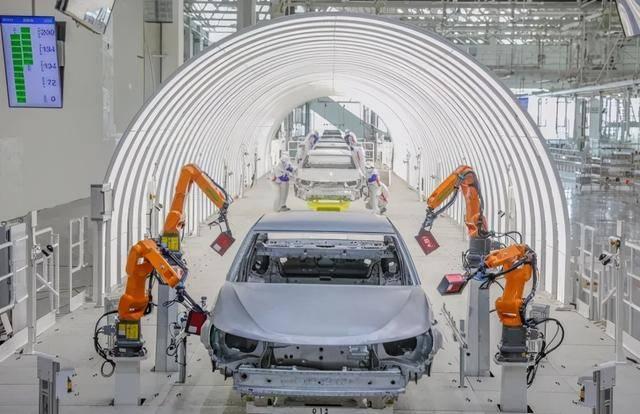 恒大造车、碧桂园做机器人、万科养猪,房地产做副业,谁成功了?