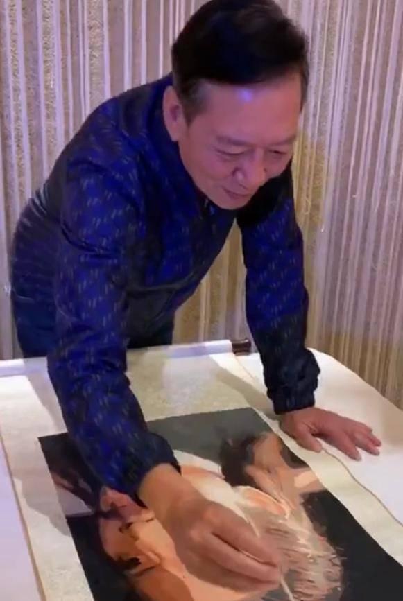 """67岁""""黄药师""""骆应钧近况曝光,两鬓斑白精神佳,出道30年无子女"""