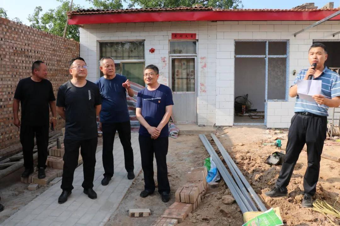 记文水县委巡察办派驻西城村第一书记李志强