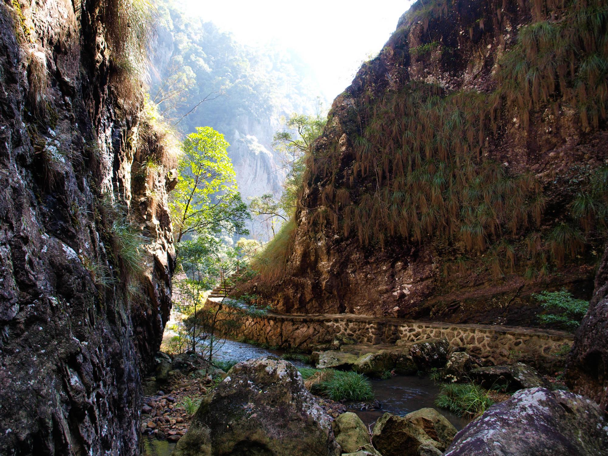 原创             千米峡谷竟有八大瀑布,赏福州的天坑奇景