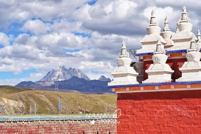 原创             甘孜最美草原,近看木雅金塔,远看巍峨雪山