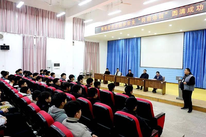 学校和企业联手培养人才。郑州北方汽修专业学生岗前培训班开始了!