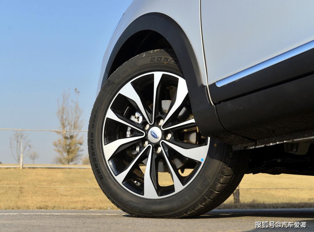 原厂SUV可买5万多,轴距近2米。钥匙还配有涡轮1.5T发动机