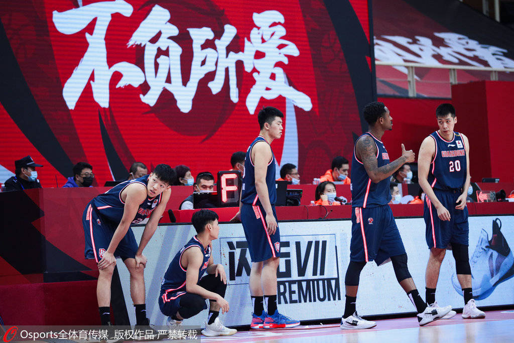 广东男篮以136-92大比分打败上海男篮