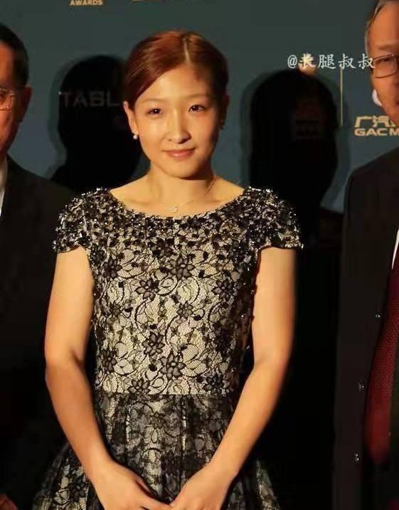 刘诗雯礼服装,身材圆润,上围傲挺,身材矮小但不影响颜值!