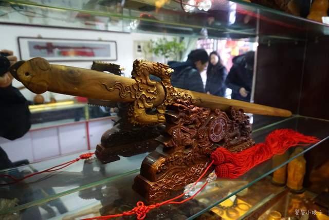 守护千年历史的原桃木剑,在古镇研究了几十年,已成为必读