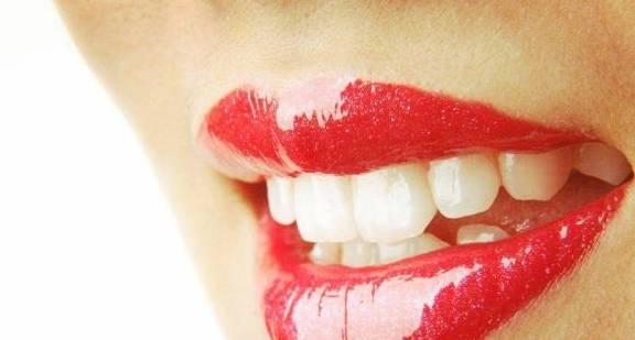 什么唇色成语_紫绀唇色是什么样子的