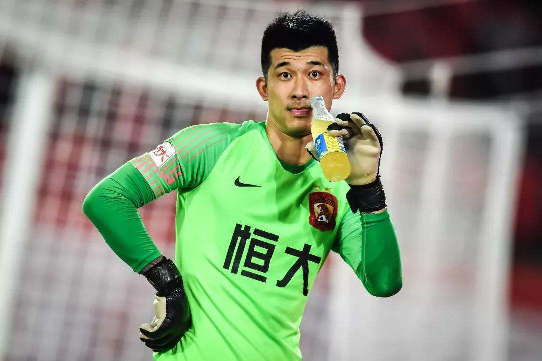 据足球媒体人白国华音讯,恒大结束门将刘伟国