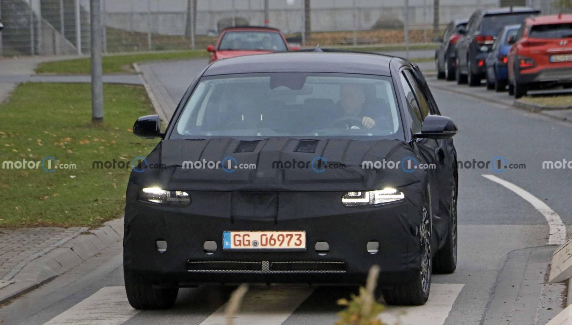 迷彩真的很紧,现代的IONIQ 5纯电动coupe SUV暴露无遗