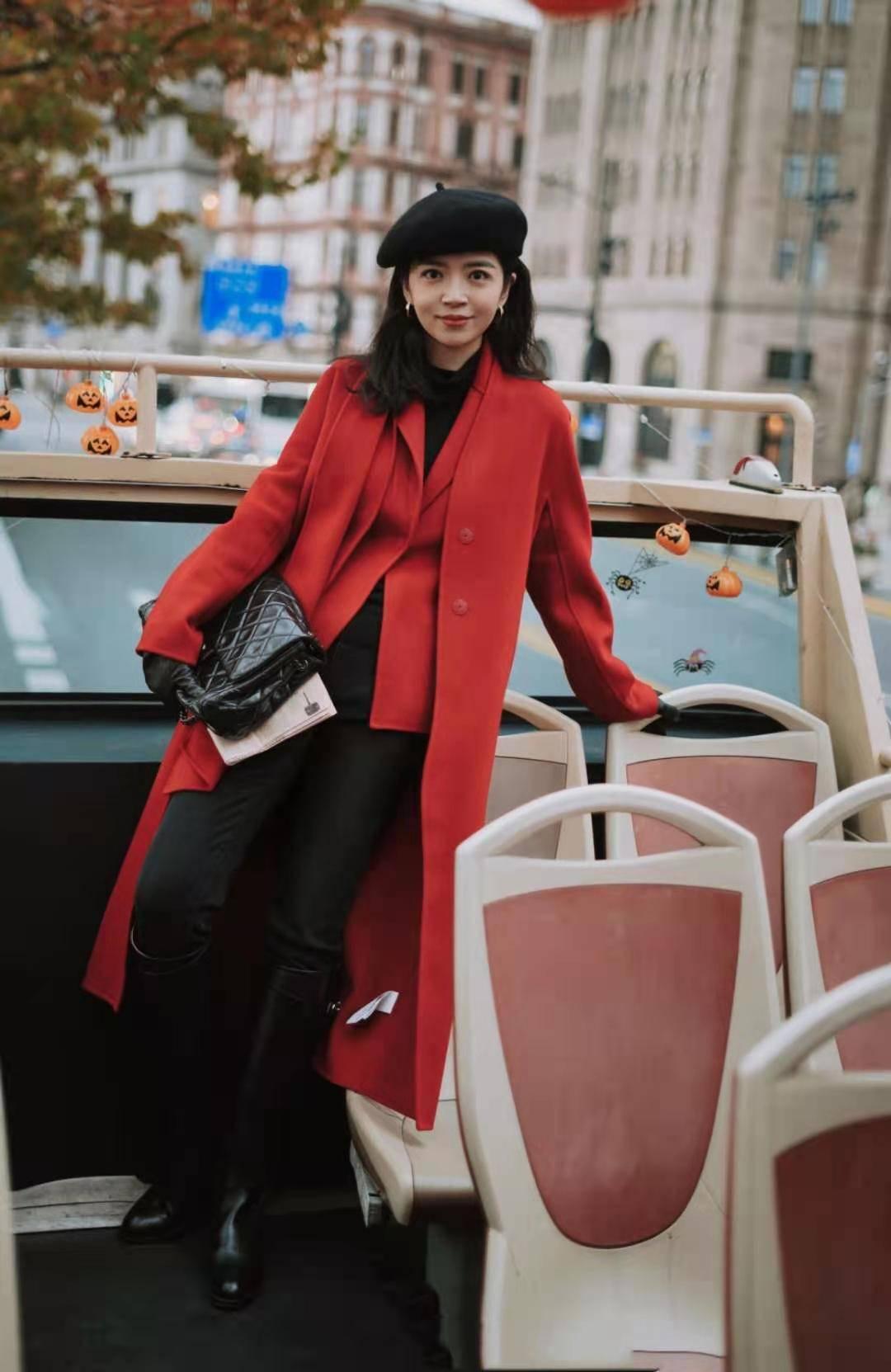 """当然,原来过年一定要穿""""红""""!看看Miki母女最新的红色造型。美女太高级了"""