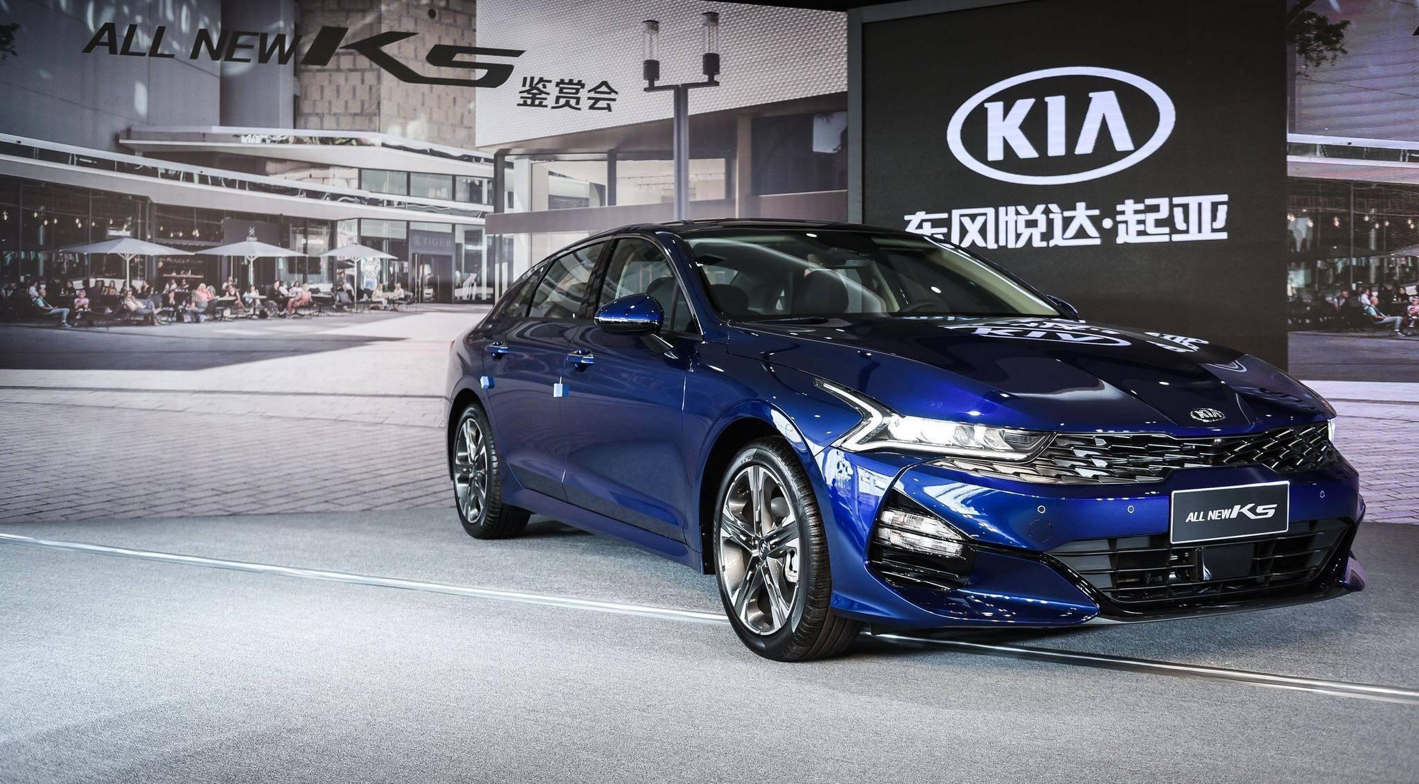 起亚K5开酷这款原厂合资、售价不到15万元的中型车再次吸引了年轻人