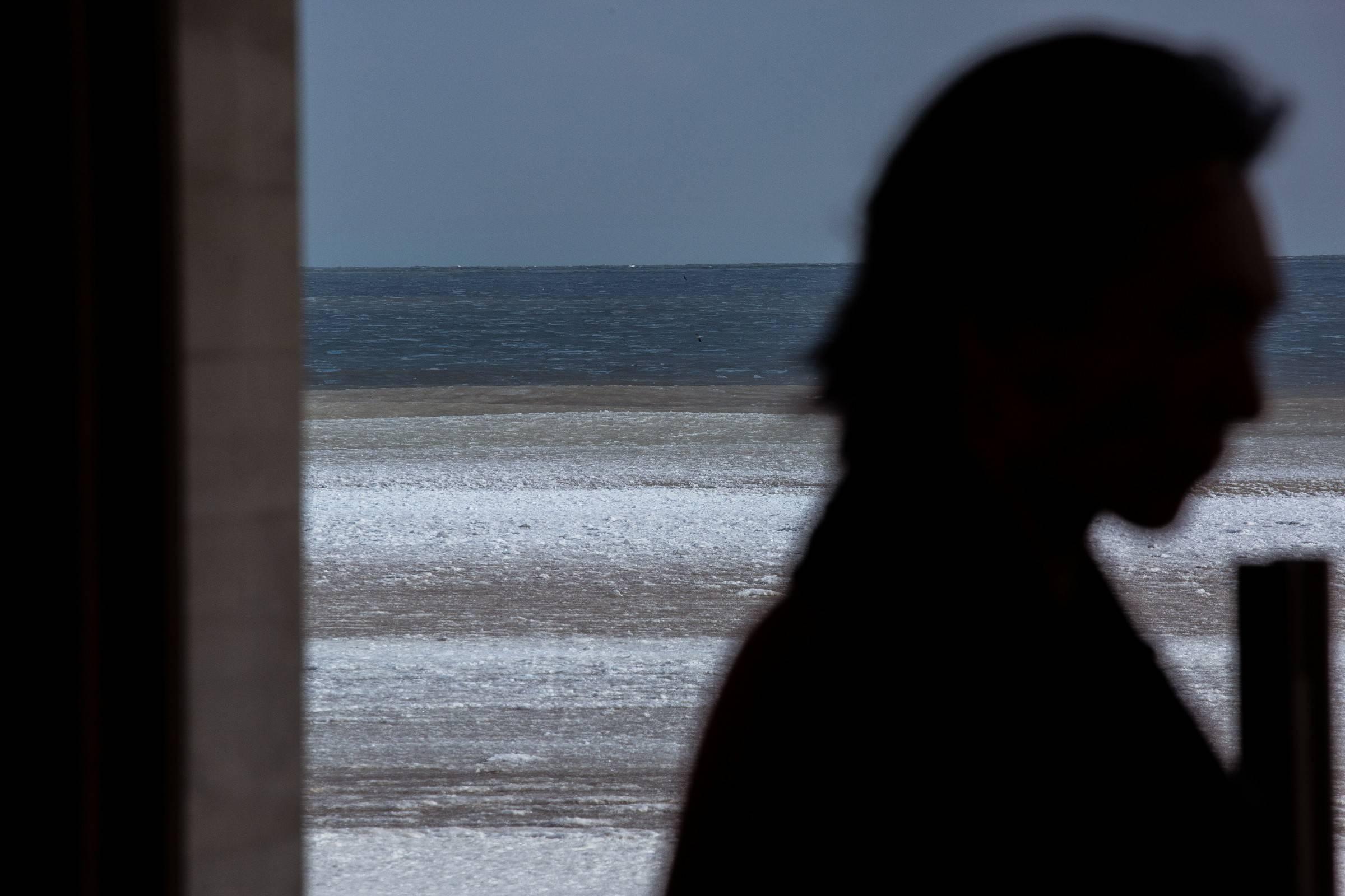 吴牧野走进海边图书馆   新年第一天与乐迷浪漫相约
