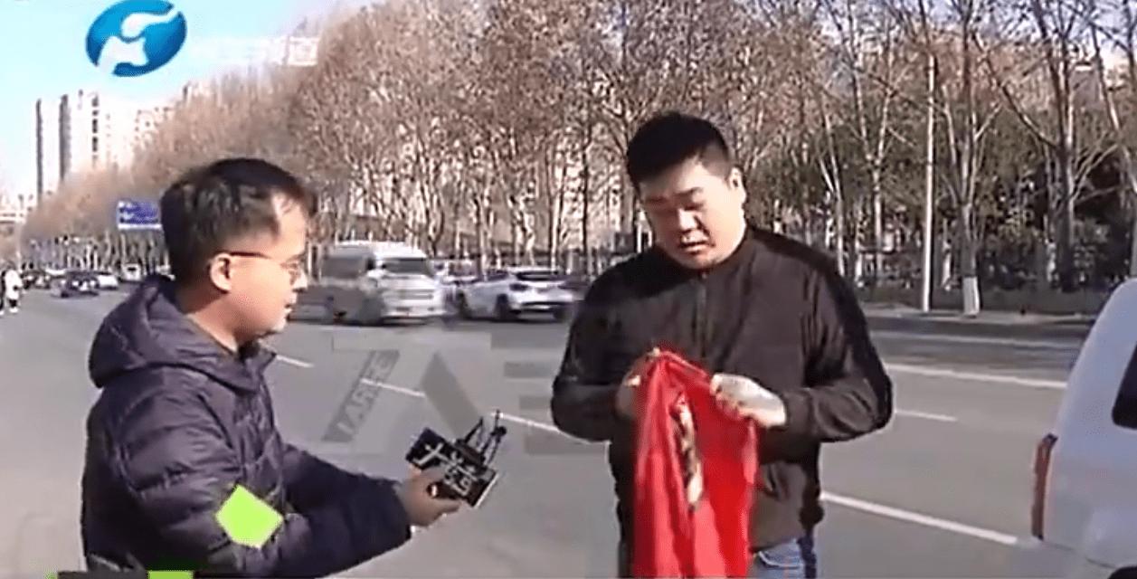 建业球迷剪掉球队球衣 更名洛阳龙门再无河南归属感