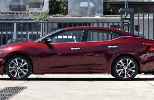 原著最终被中国人民抛弃。车长4.9米,款式和奥迪一样。车主:价格比雅阁好
