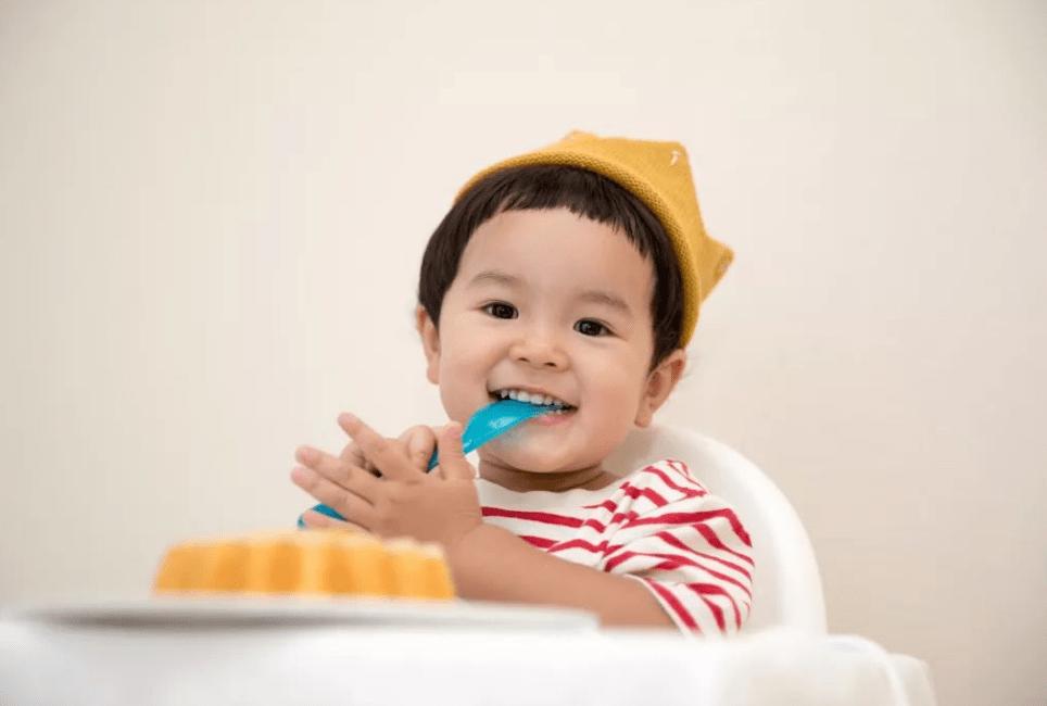 """原来三岁是孩子牙齿的关键期。也是没有蝗虫的""""大白牙"""""""