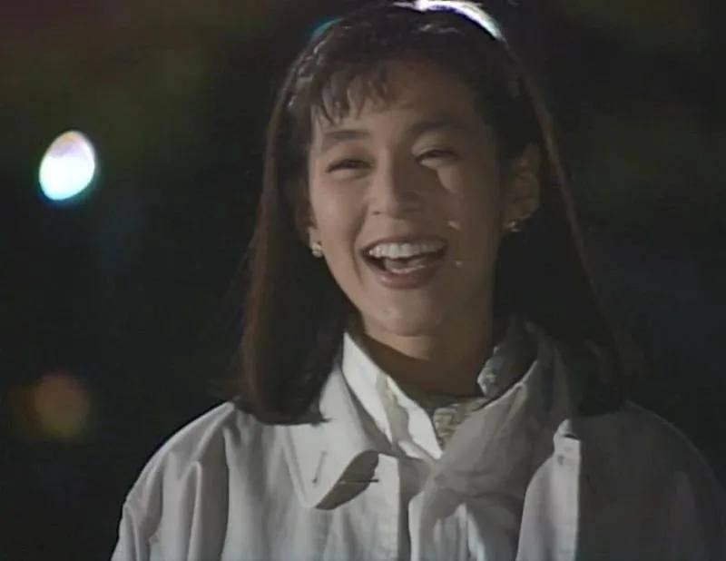 原《东京爱情故事》暴露了李想的现状,是跨界杂志模特。54岁的时候更优雅