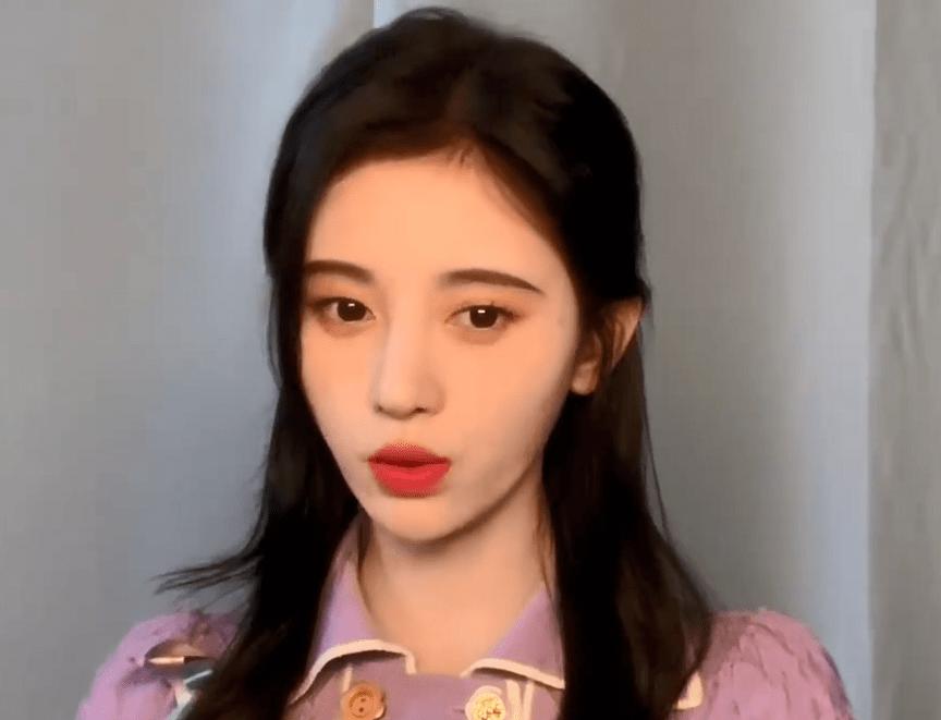 原创             鞠婧祎为新歌宣传,下巴尖长嘴歪明显,十级磨皮遮不住右脸凹陷