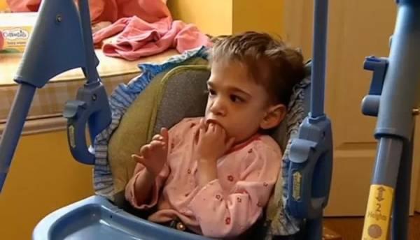 美国一女子患怪病 20年容颜不变 依旧像婴儿一样哭闹