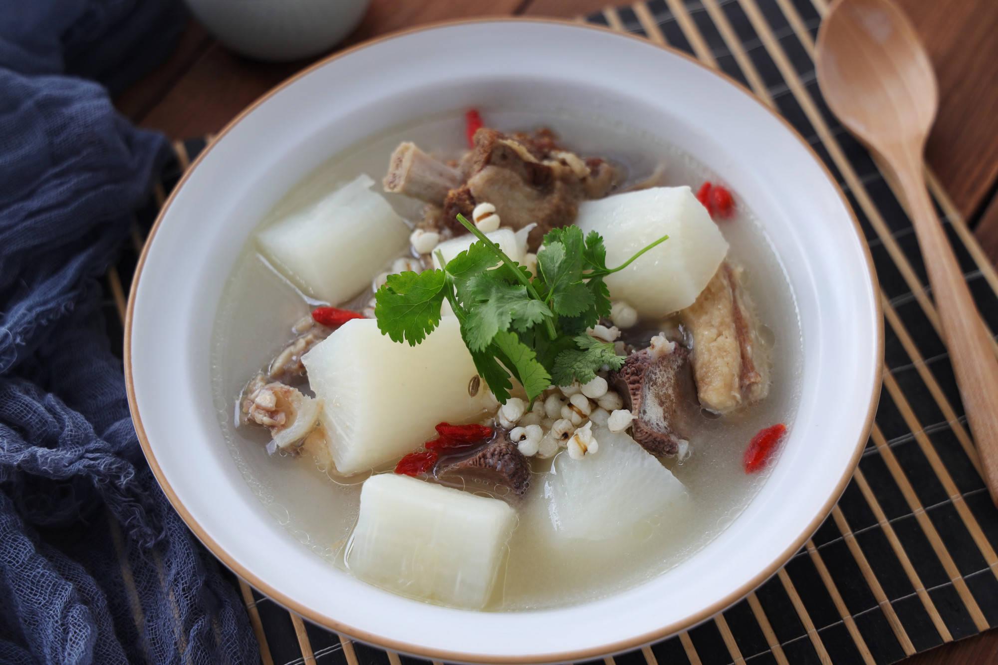在最初的微寒季节,这种汤一定要多喝,才能驱寒保暖,帮助消化。
