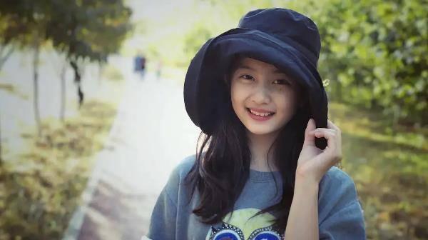 14岁黄磊女儿染发打耳洞又惹争议,妈妈孙莉表态:爱美是天性