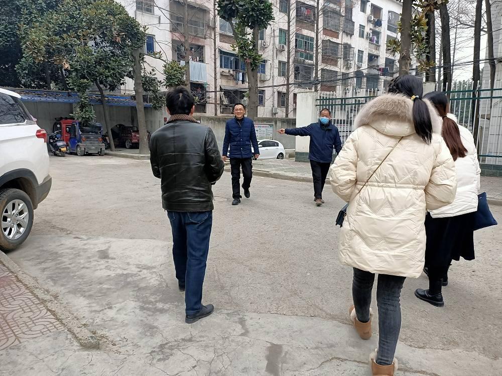 湖北省宜城市邓冲小学赴市西街小学参观校园文化