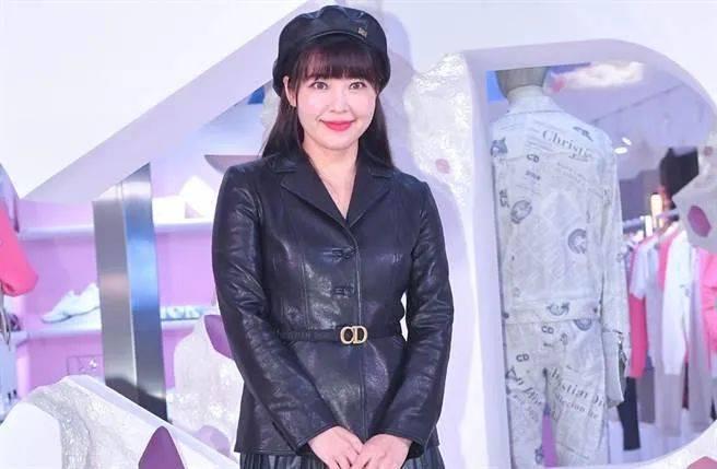 40亿台湾名媛廖晓乔挺大肚上杂志封面,曾是不婚主义,自曝盼了六年才怀孕  第5张