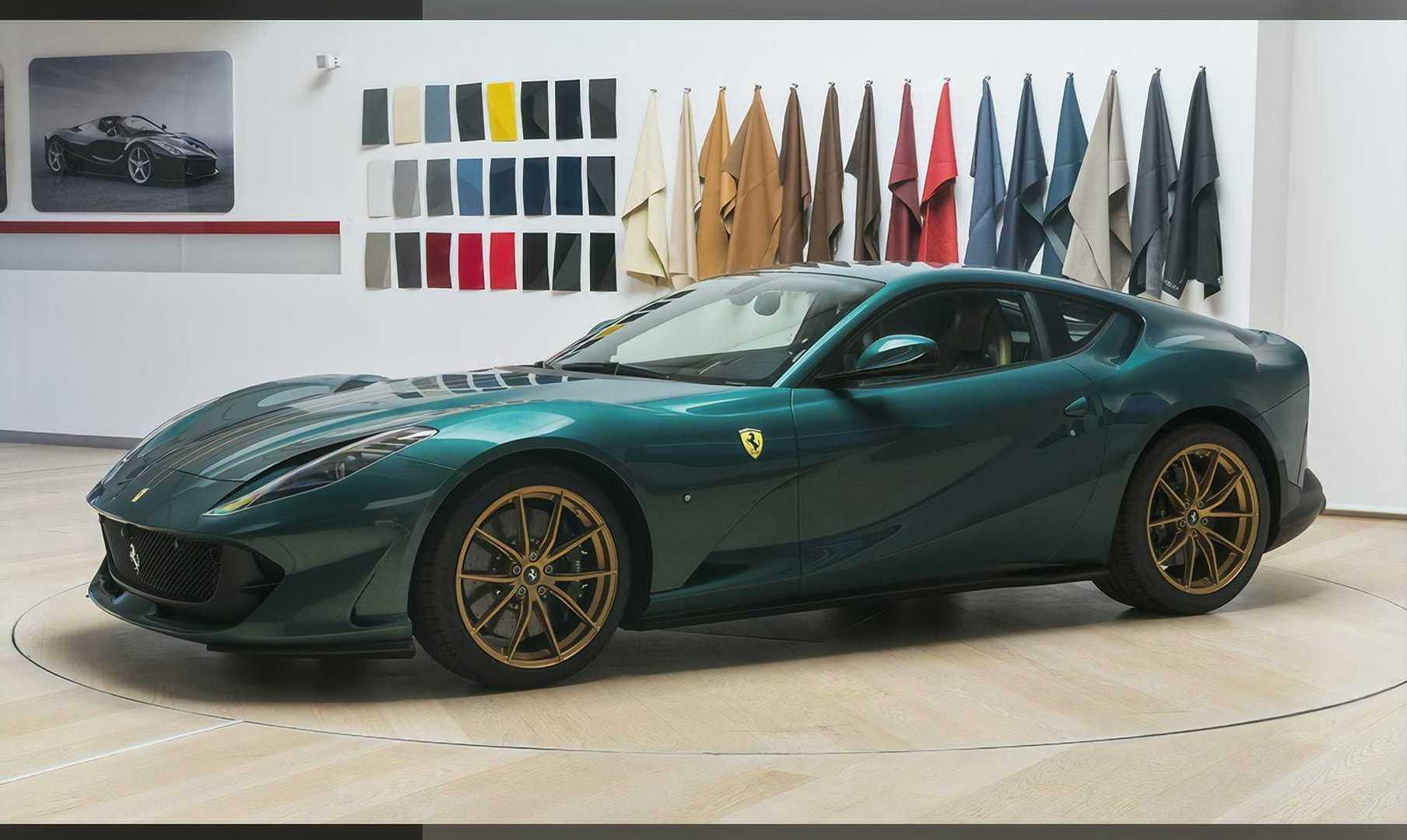 法拉利发布了量身定制的812 Superfast,车身颜色非常漂亮
