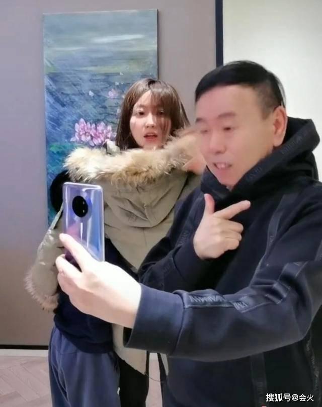 63岁潘长江祖孙三代同框,发怒追着外孙打,总裁女婿身价10亿  第2张