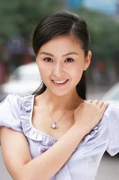 戴娇倩40岁肤白貌美气质佳,女儿继承高颜值,富豪老公痴心相伴  第9张