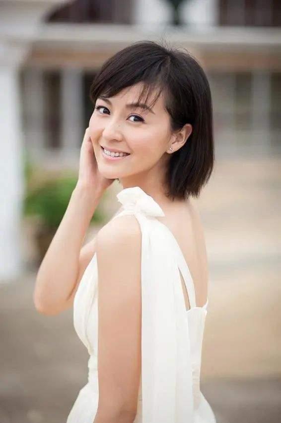 戴娇倩40岁肤白貌美气质佳,女儿继承高颜值,富豪老公痴心相伴  第5张