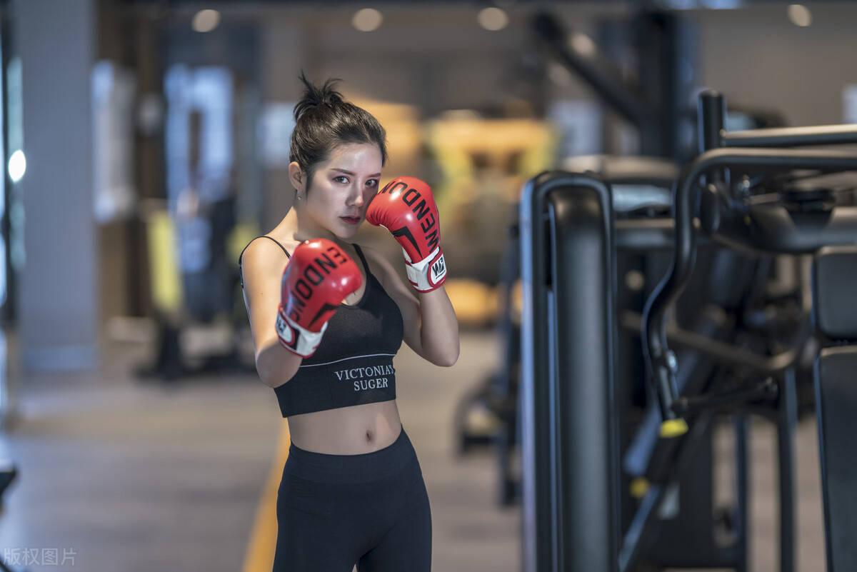 体重上涨就是发胖吗?长期撸铁的女生,不会畏惧体重超百!