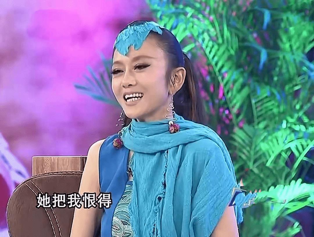 62岁杨丽萍不结婚生子,指甲太长不便搀扶老母亲,为了跳舞放弃这些值得吗  第11张