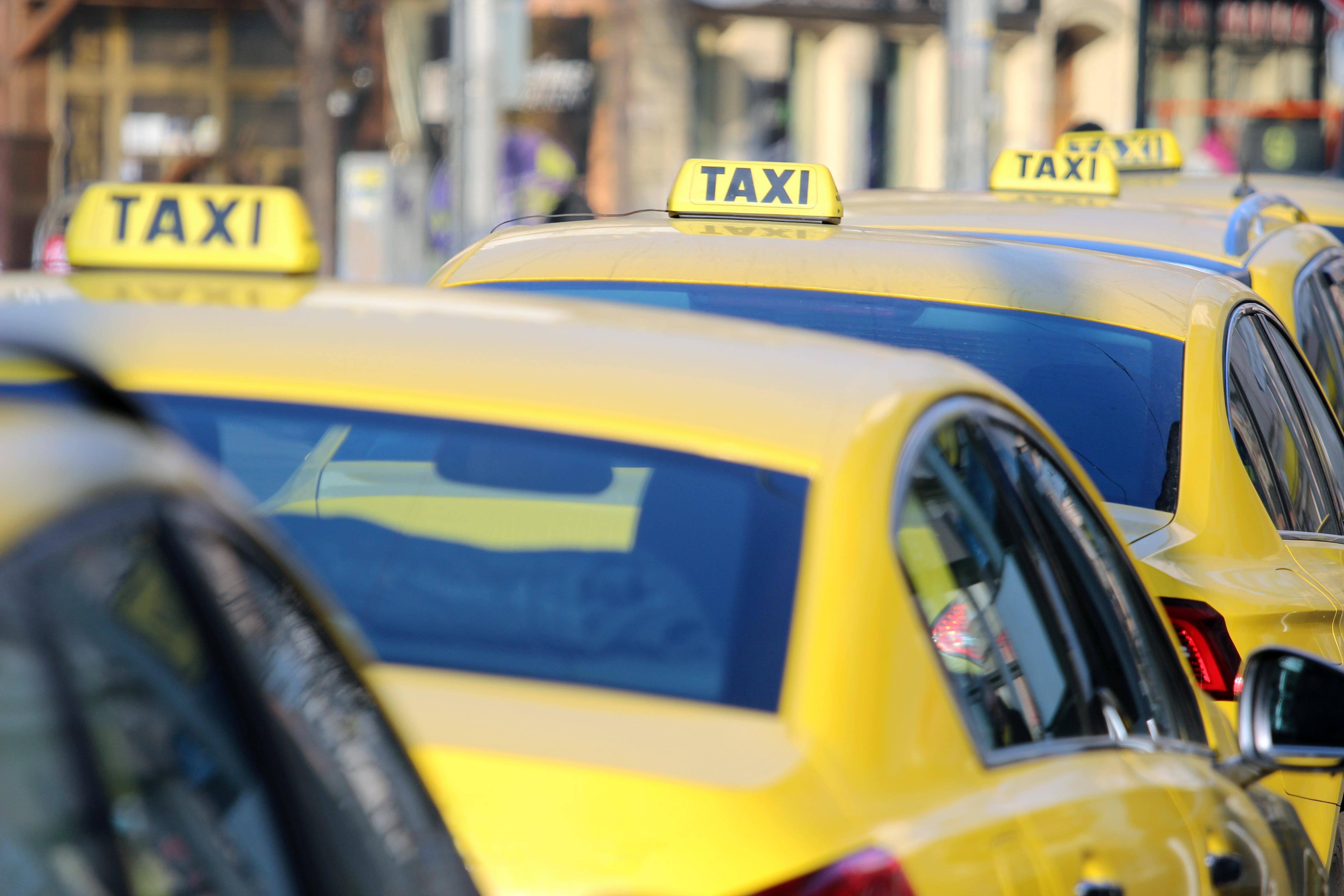 明日起在北京乘坐出租车、网约车需扫健康宝,顺义区域驾驶员暂停上路