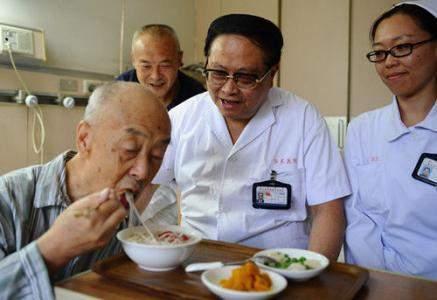 为什么医生总说穷人患胃癌,富人患肠癌?背后的原因多和吃有关