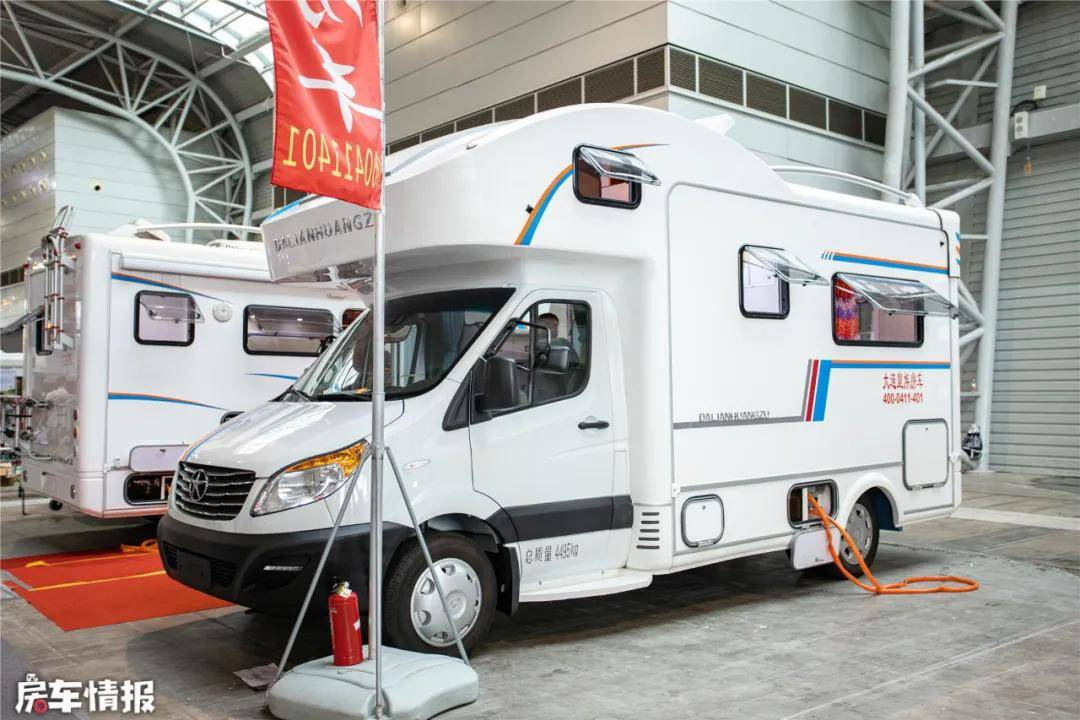 原配第一辆江淮兴锐C型房车,带2.0T客厅沙发,超大,售价30万