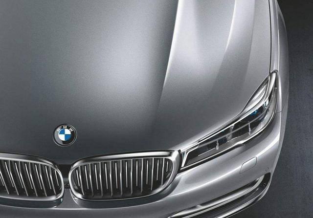 买车颜色三不选,这些漆面能让你花去不少维修费用